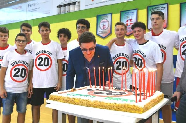 Dieghito festeggia 20 anni di diretta dagli amici dell' Olimpo Basket Alba